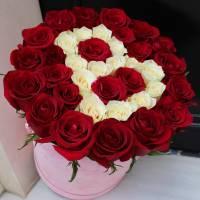 39 красных роз в коробке с буквой R036