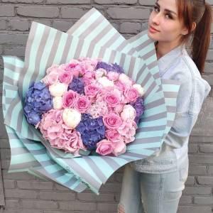 Букет гортензия с пионами и розами R1715