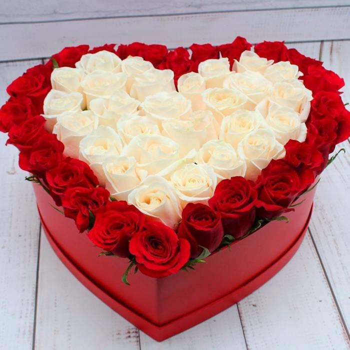 Сердце 39 роз красные и белые в коробке R156