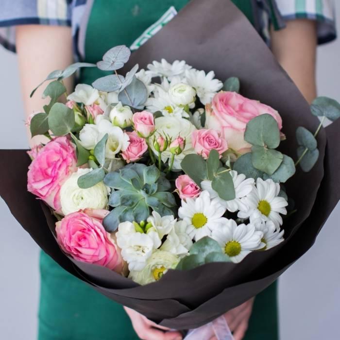Нежный букет из роз и хризантемы R1117