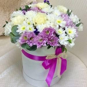 Коробка с хризантемой и розами микс R1134
