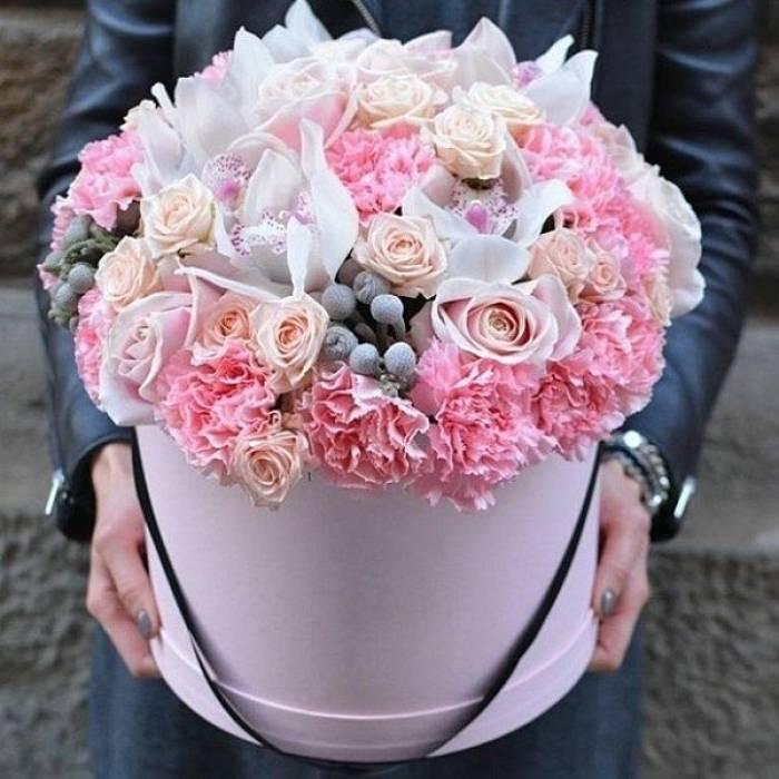Сборные цветы в коробке R235
