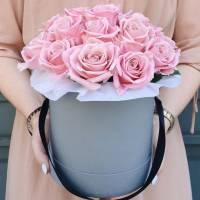 19 розовых роз в коробке R021