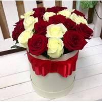 15 роз ассорти в коробке R001
