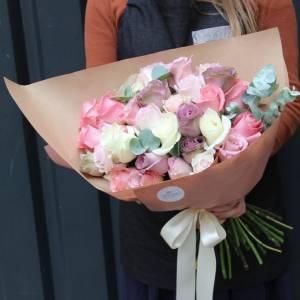 Нежный букет 31 роза ассорти в упаковке R653